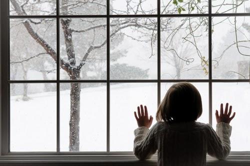 christmas-girl-hair-hands-snow-window-Favim_com-100584