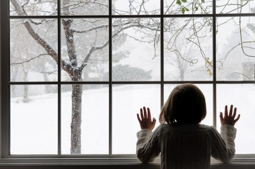 christmas-girl-hair-hands-snow-window-Favim_com-100584